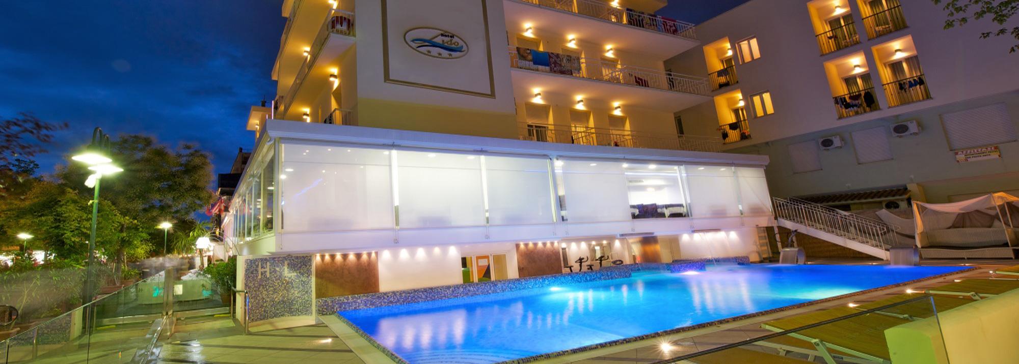 Hotel Cattolica piscina di sera