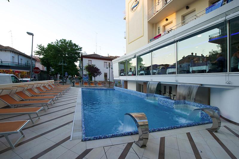 Hotel con piscina cattolica albergo 3 stelle con piscina - Cattolica hotel con piscina coperta ...