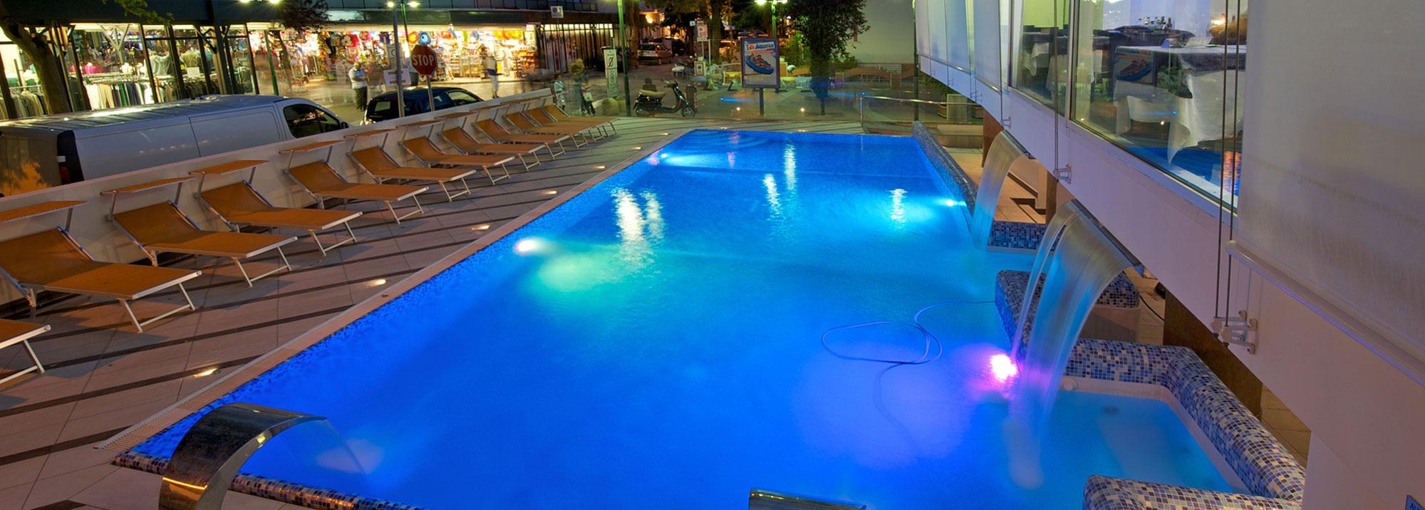 Hotel con piscina cattolica albergo 3 stelle con piscina riscaldata hotel lido cattolica - Hotel a pejo con piscina ...