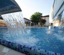 Hotel con piscina Cattolica con cascate