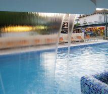 Hotel Cattolica con piscina getto d'acqua