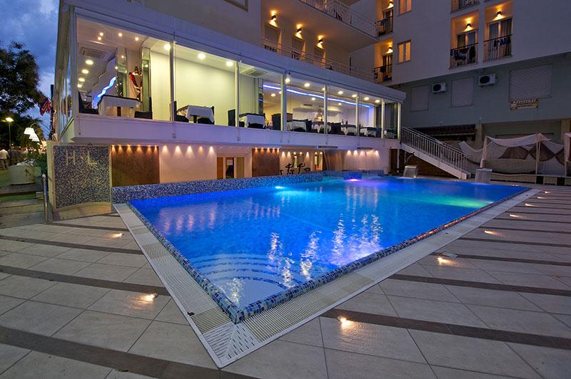 Hotel con piscina Cattolica: albergo 3 stelle con piscina riscaldata  Hotel Lido Cattolica