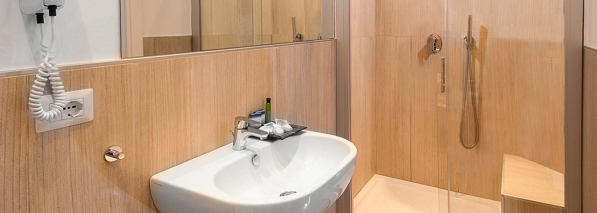 Hotel Lido Cattolica bagno in camera nuovo
